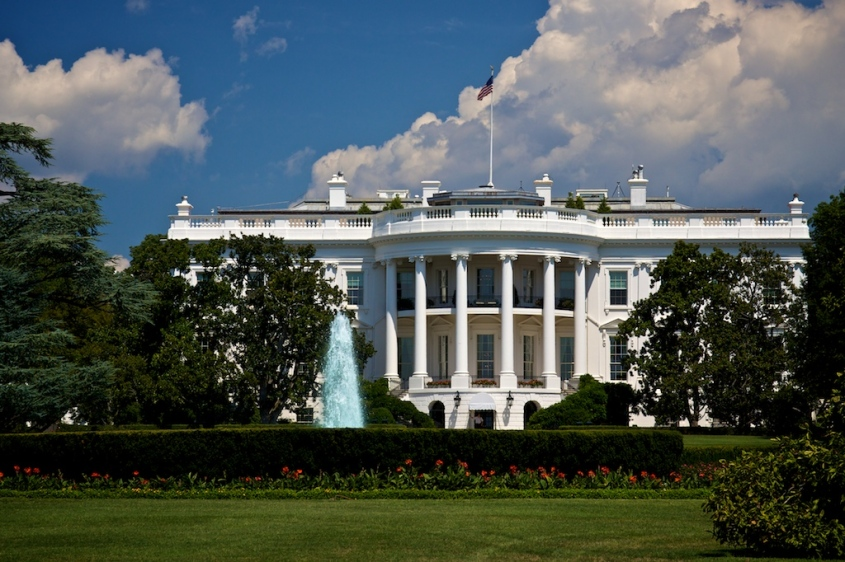 White_House,_Blue_Sky.jpg