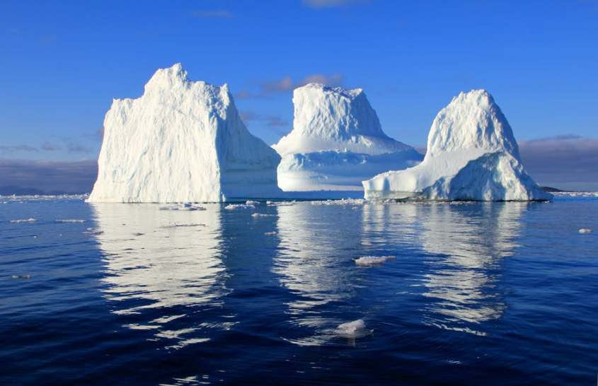 iceberg-water-sea-mirroring-48823