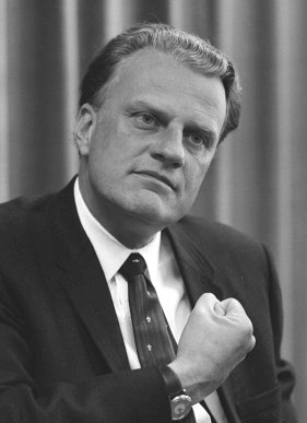 800px-Billy_Graham_bw_photo,_April_11,_1966.jpg