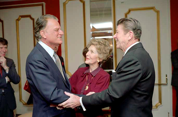 Reagans_with_Billy_Graham.jpg