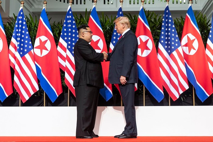 1024px-Kim_and_Trump_shaking_hands_at_the_red_carpet_during_the_DPRK–USA_Singapore_Summit.jpg