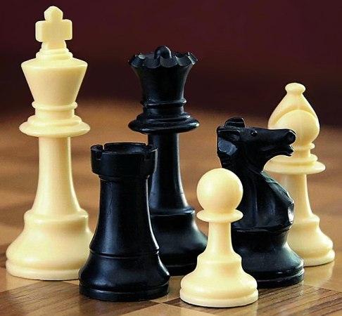 647px-ChessSet.jpg